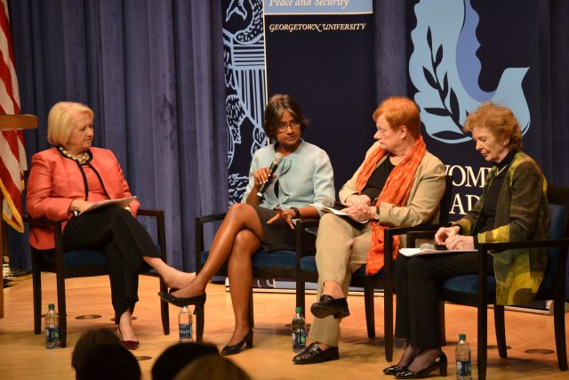 Ambassador Melanne Verveer, Radha Muthiah, Tarja Halonen and Mary Robinson during the panel discussion at the Women and Climate Change Symposium. Washington, 16 October 2015 (Photo: Georgetown Institute for Women, Peace and Security)